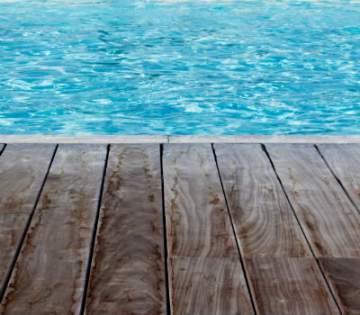 Comment faire une terrasse en bois pour sa piscine à Cazères?